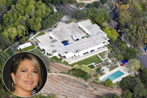 Jennifer Aniston Isn T Afraid Of Dropping Money On Homes The Friends Star Is Proud Owner This 21 Million Bel Air Mansion