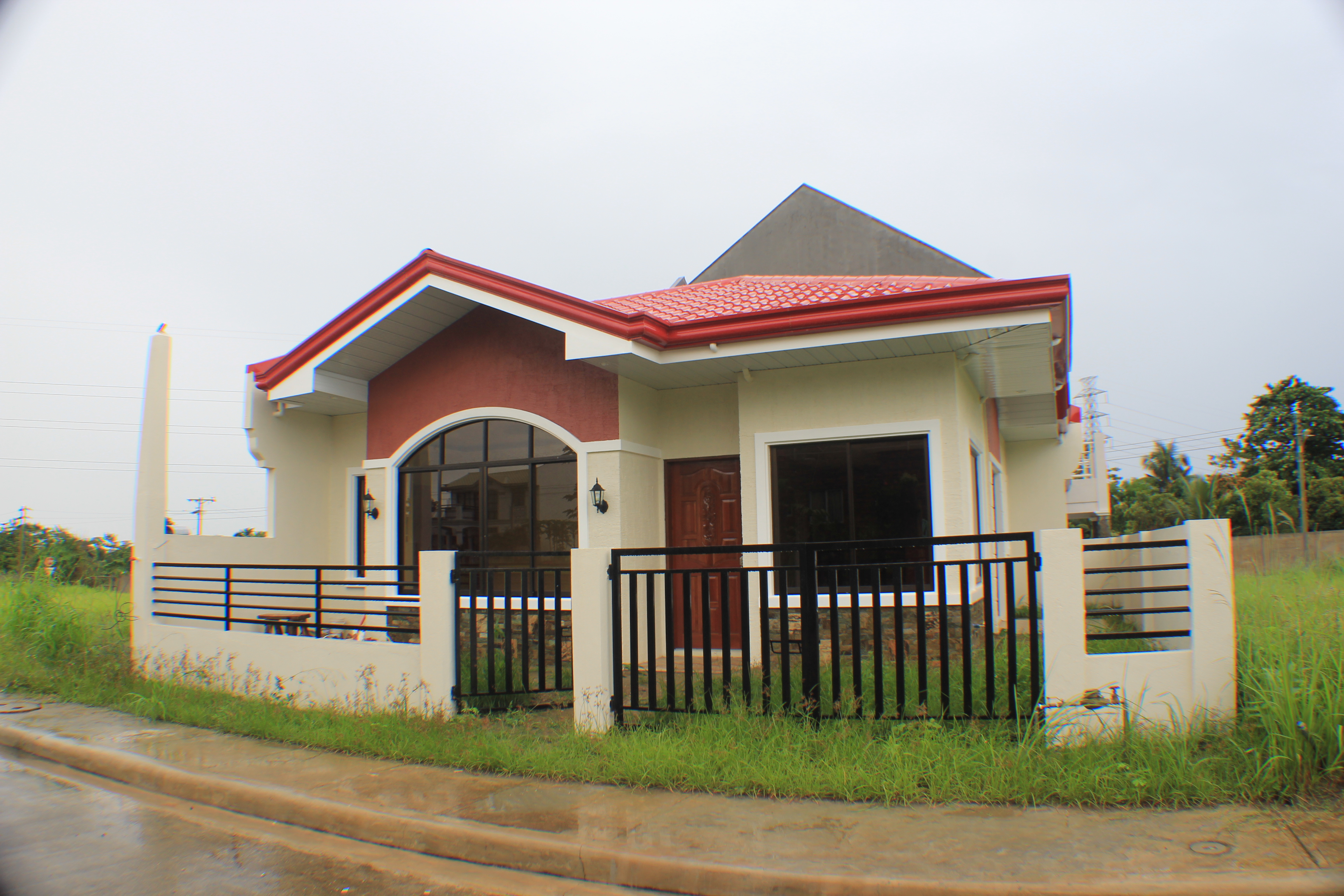 The bungalow house design is undoubtedly the most common modern house design in nigeria in the past bungalows were inhabited by peasants but now it is a