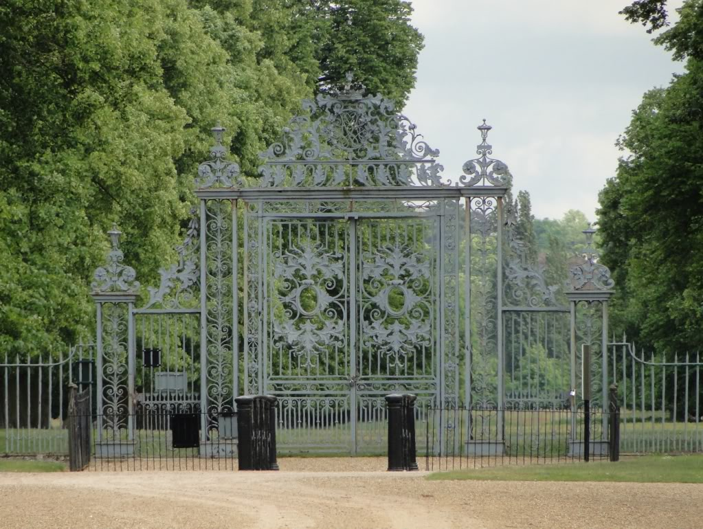 Giant gate design