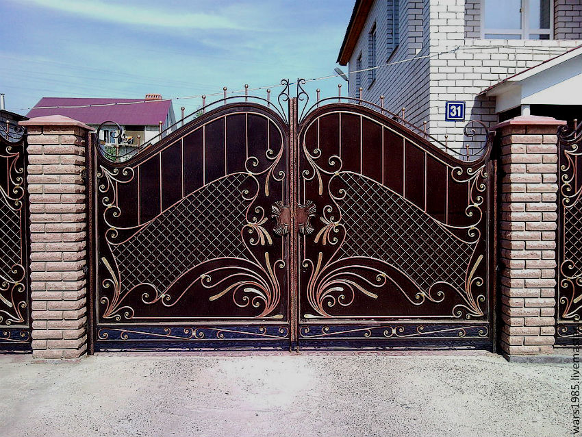 7 Things You Should Know Before Choosing A Front Gate