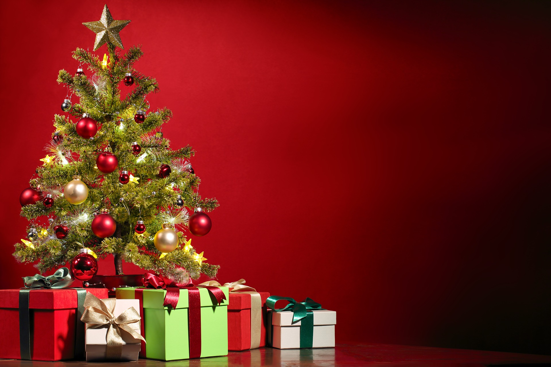 christmas tree, decorate your home for Christmas, Christmas decoration images, decoration ideas, for Christmas on the inside, easy outdoor Christmas decorating ideas, Christmas decorating blogs, traditional Christmas decorating ideas, homemade Christmas decoration ideas